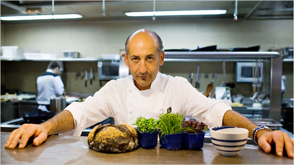 Conferencia del cocinero aitor elizegi en librer a gil en santander el diario monta es - Librerias torrelavega ...